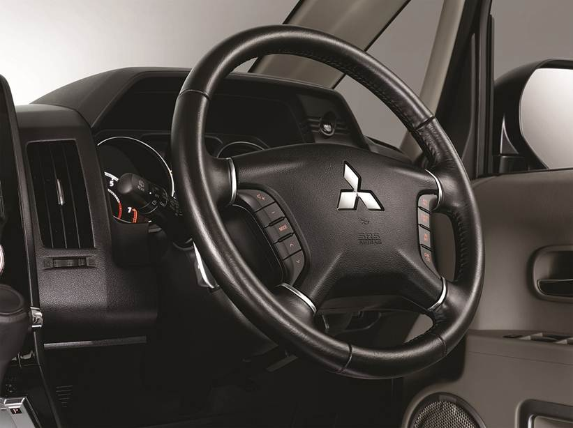 Interior Car Delica - New Feature: Audio Steering Switch - Mitsubishi Dealer Jakarta | Showroom Promo Harga Mitsubishi