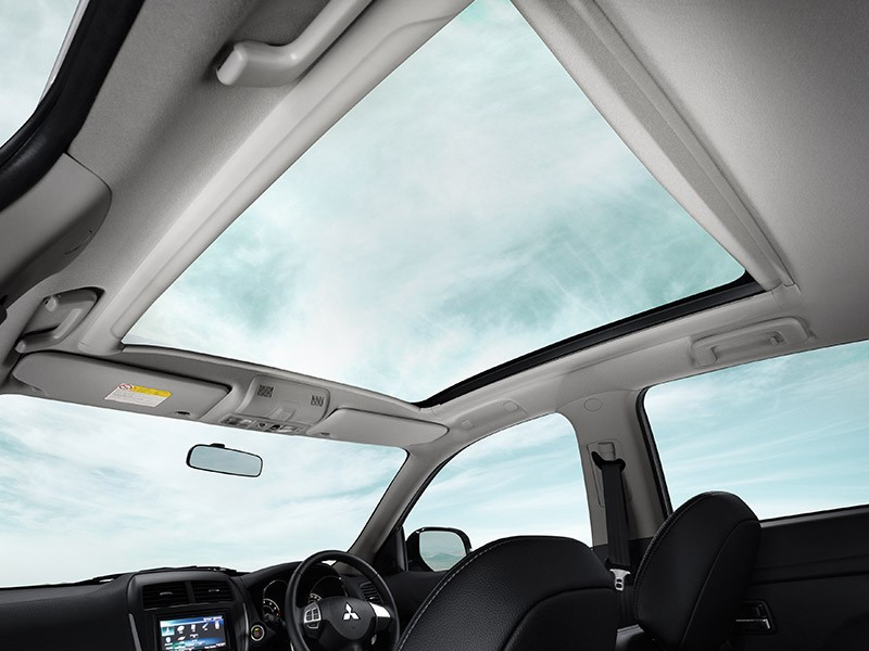 Interior Car - Panoramic Glass Roof Sensation - Outlander Sport - Mitsubishi Dealer Jakarta - Harga Dealer Resmi Mitsubishi
