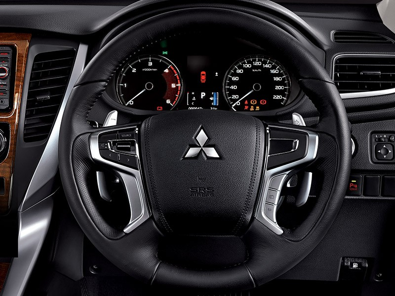 Interior Car - New Steering Wheel Design With Tilt Telescopic - Pajero Sport - Mitsubishi Dealer Jakarta - Harga Dealer Resmi Mitsubishi