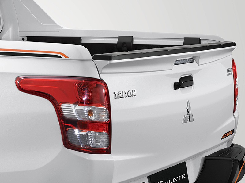 Interior Car Triton Athlete - Stylish Gate Spoiler - Mitsubishi Dealer Jakarta | Showroom Promo Harga Mitsubishi
