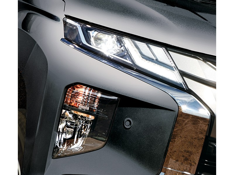 Exterior Car - Sharp Look LED Headlamp WIth DRL - Triton - Mitsubishi Dealer Jakarta - Harga Dealer Resmi Mitsubishi