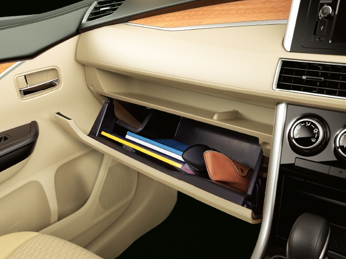Interior Car Xpander - Glove Box - Mitsubishi Dealer Jakarta | Showroom Promo Harga Mitsubishi