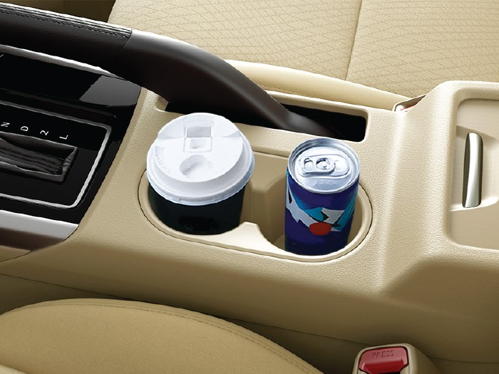 Interior Car Xpander - Cup Holder Depan - Mitsubishi Dealer Jakarta | Showroom Promo Harga Mitsubishi